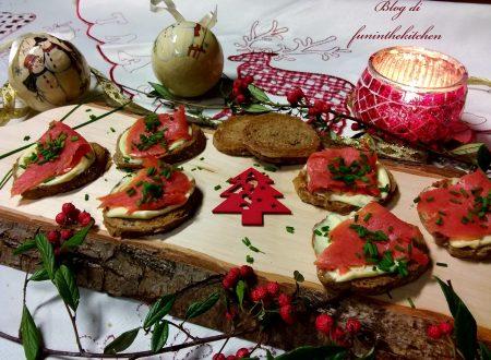 Crostini con salmone affumicato e maionese